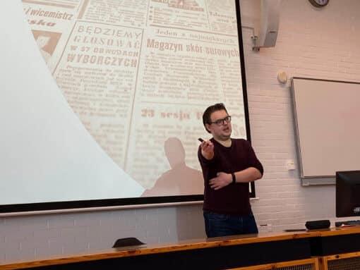 Michael Klos tijdens de Collegeserie Mensenrechten